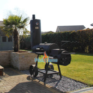 14 inch Oklahoma Country Smoker in de tuin