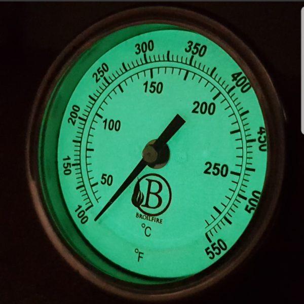 Thermometer geeft licht in het donker