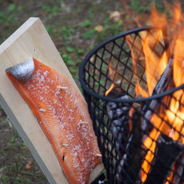 Houtenplank om vis op te pinnen