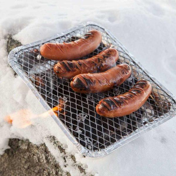 mustang wegwerp bbq / grill in gebruik