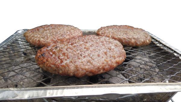 Mustang wegwerk bbq met hamburgers